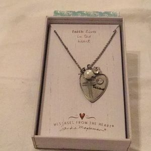 😇NWT Faith Lives in The Heart ❤️ Necklace 😇